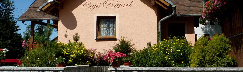 pohled-od-ulice-kavarna